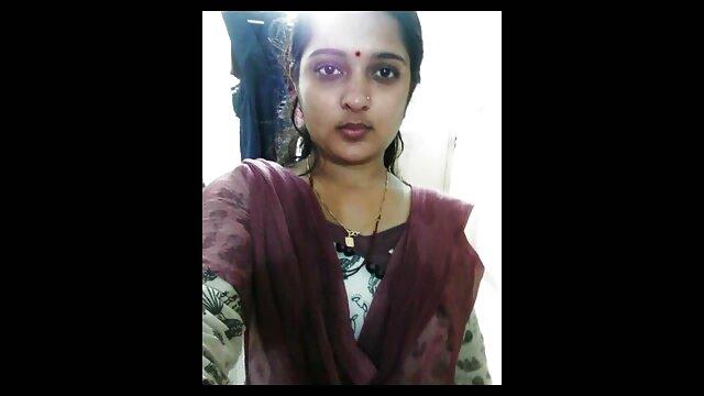 अपनी प्रेमिका को हिंदी सेक्सी फुल मूवी एचडी बहला फुसला कर जब वह स्नान करने की कोशिश कर रहा था