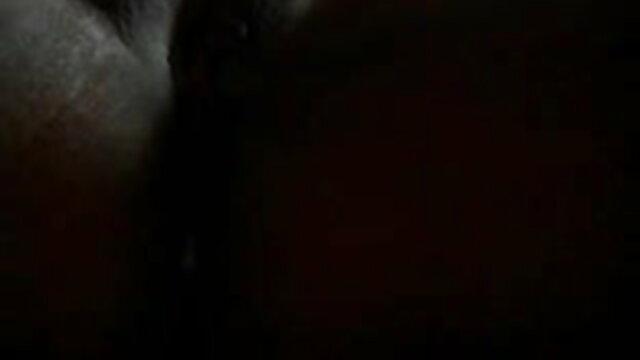 एक आदमी बीएफ सेक्सी एचडी मूवी ने अपनी मालकिन की चूत पर हाथ फेरा