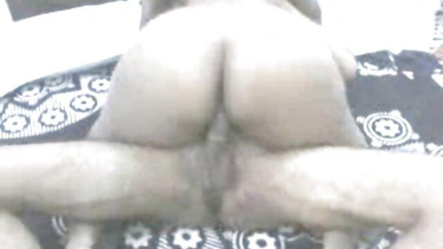 एक आदमी गधे में एक सेक्सी गृहिणी की चुदाई करता हिंदी सेक्सी फुल मूवी एचडी में है