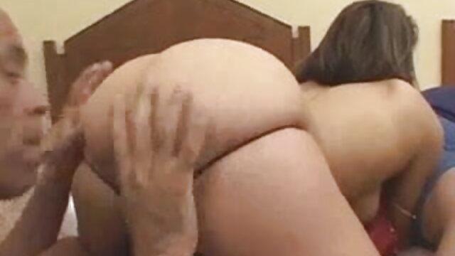 दो लड़कियां एक लड़के को सेक्सी वीडियो मूवी एचडी दुलार करती हैं