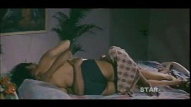 शौकिया वीडियो फिल्माने के दौरान समुद्र तट पर फुल एचडी में सेक्सी मूवी खुद को दिया गया सौंदर्य