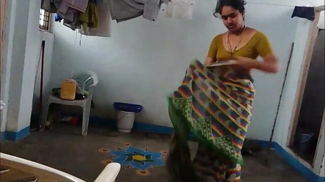 लड़की ने एक हस्तमैथुन करने वाले पड़ोसी एचडी एचडी सेक्सी मूवी की मदद की