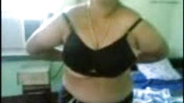 एक महिला का सेक्सी फिल्म एचडी फुल एचडी स्थान किचन में है!