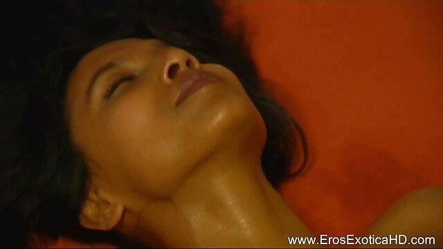प्राकृतिक स्तन वाली लड़की ने दिखाया कि सेक्सी पिक्चर फुल मूवी एचडी वह बिस्तर में क्या सक्षम है