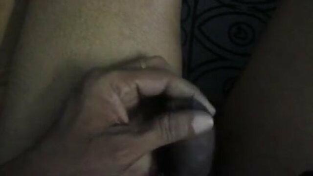 बर्फ़-सफ़ेद बिस्तर में कूल हिंदी सेक्सी फुल मूवी एचडी मिनक्स ने हस्तमैथुन करना शुरू कर दिया