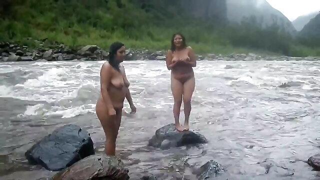 दो लड़कियों ने एक आदमी के डिक को चूसा एचडी में सेक्सी मूवी और उसके तंग गुदा को चाटा