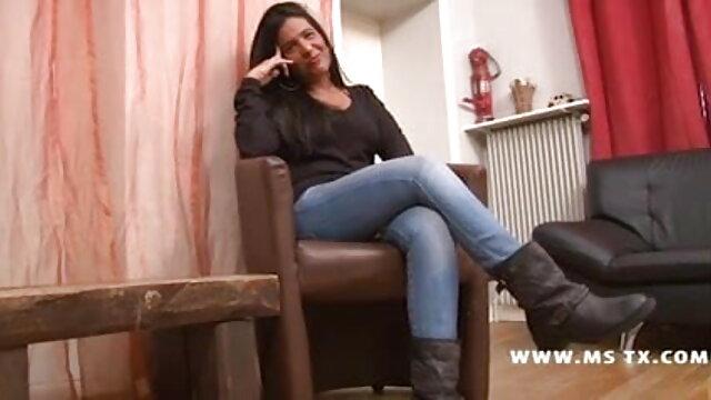एक अनुभवी हिंदी सेक्सी मूवी एचडी वीडियो टैक्सी ड्राइवर ने फालूस पर एक लड़की को लगाने का मौका नहीं छोड़ा