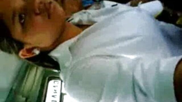 मेज पर एक सेक्सी वीडियो हिंदी मूवी फुल एचडी फूहड़ कुतिया के साथ सेक्स