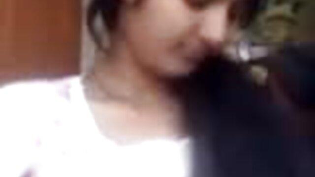 एक आदमी हिंदी सेक्स वीडियो मूवी एचडी को एक लड़की को चोदते हुए देखना