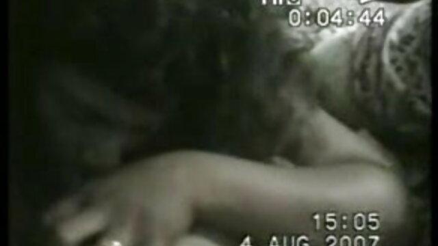 दो विशाल लंड सेक्सी मूवी फुल वीडियो एचडी एक लड़की को चोदते हैं