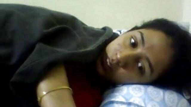 Tanned लड़की बिस्तर में ब्रूनेट सह सेक्सी वीडियो मूवी एचडी भव्य बनाता है