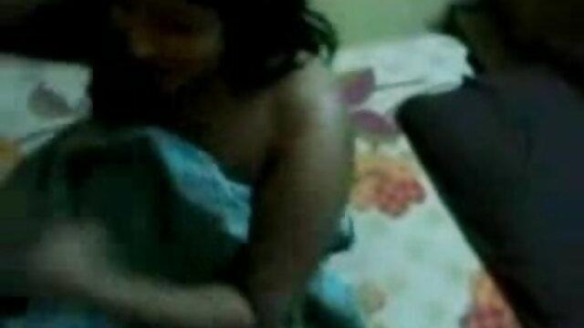 एक स्वस्थ आबनूस पुरुष ने एक हिंदी सेक्सी फुल मूवी एचडी में सफेद लड़की के सभी छिद्रों को लिंग पर खींचा