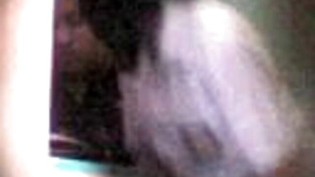 उसने अपनी नग्न चूत के साथ फुल सेक्सी एचडी वीडियो फिल्म सड़क पर एक राहगीर को उत्तेजित किया