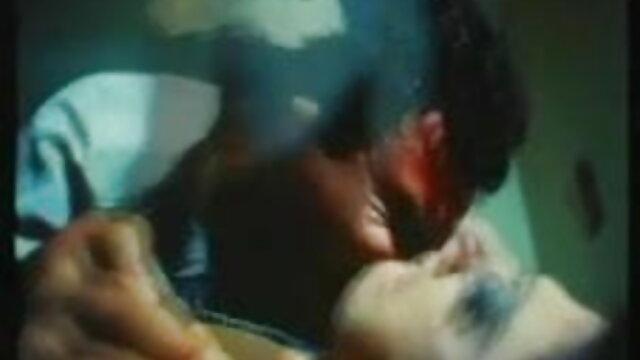 संभोग लड़की एक डिक पर जबकि उसके प्राकृतिक स्तन सेक्सी पिक्चर मूवी फुल एचडी हिलाता है