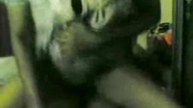 तीन दोस्त एक सेक्स वीडियो मूवी एचडी फुल नाइट क्लब में एक गोरा बकवास करते हैं