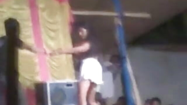 लड़के ने दो एचडी बीएफ सेक्सी मूवी लड़कियों को एक डिक दिखाया और दिल से गड़बड़ किया