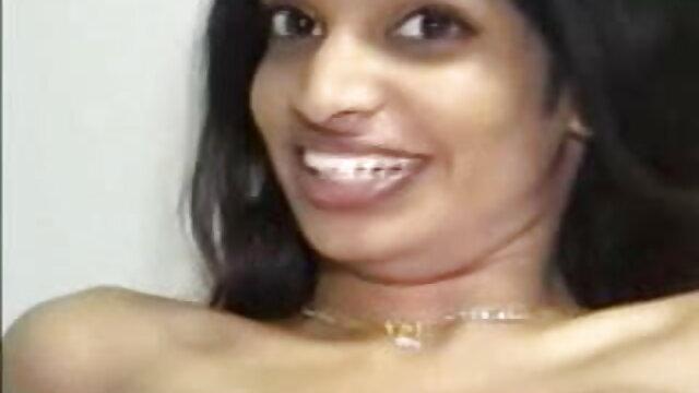 जवान लड़की ने एक सेक्सी फिल्म सेक्सी फुल एचडी लड़के को बहकाया