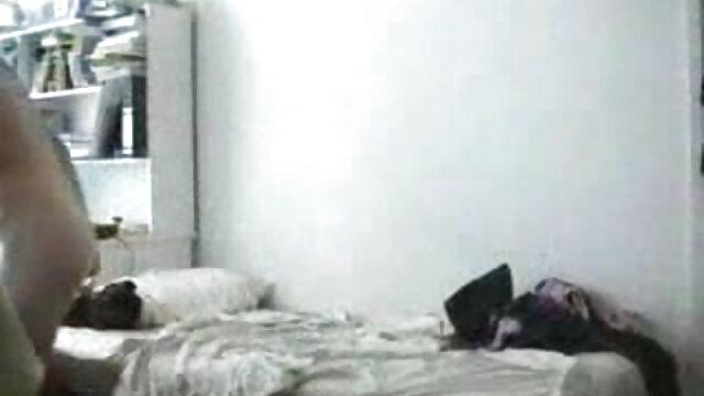आदमी का हिंदी फिल्म सेक्सी एचडी में पतला डिक चुपचाप फूहड़ के गधे में प्रवेश करता है