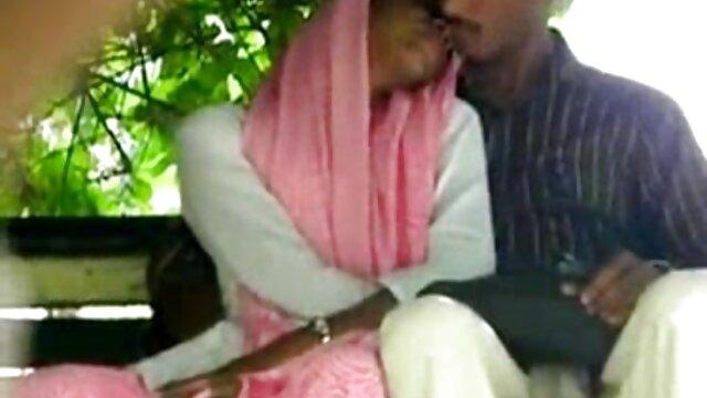एक आदमी ने अपने सेक्सी पड़ोसी हिंदी बीएफ फुल एचडी मूवी को बहकाया