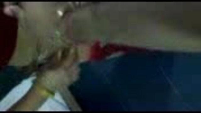 एक अच्छा लैटिना जीभ उसके सेक्सी वीडियो हिंदी मूवी फुल एचडी बड़े क्लिट को सहलाती है