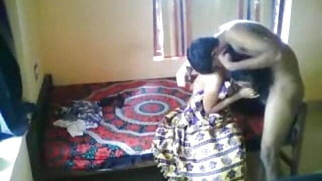 एक फ़ुटजोब प्रेमी दो आराध्य वेश्याओं को देखने आया सेक्सी मूवी भोजपुरी एचडी