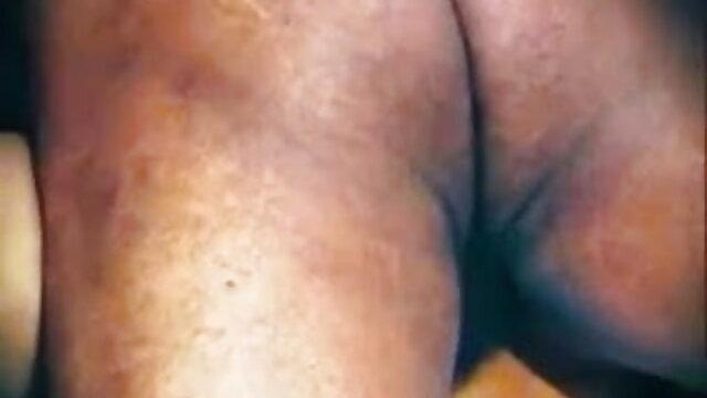 एक परिपक्व पुरुष सेक्सी फिल्म फुल एचडी सेक्सी ने एक युवा वेश्या के शरीर का आनंद लिया