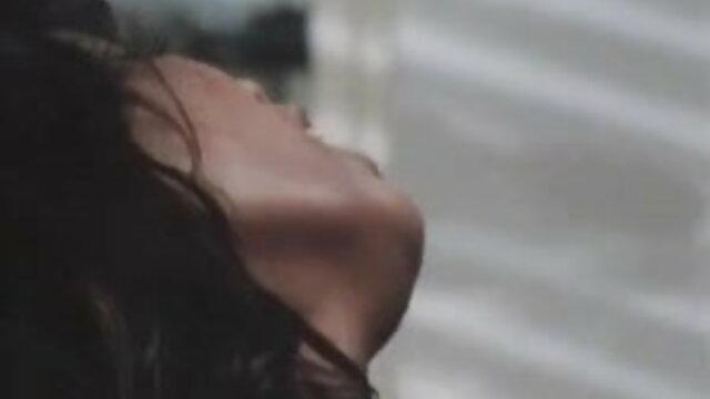 सेक्स के बाद गर्म युवा महिला छोटे स्तन से सह बीएफ सेक्सी मूवी एचडी में पाला