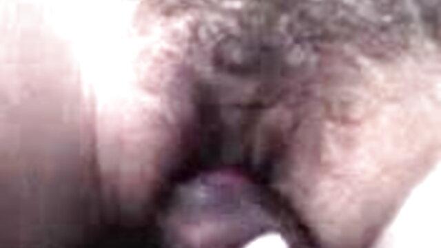 छात्र वेबकैम पर बिस्तर पर हस्तमैथुन करने की कोशिश करता हिंदी बीएफ फुल एचडी मूवी है