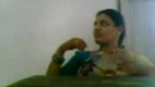 गोरा ने खुद को कैमरे हिंदी फिल्म सेक्सी एचडी में के सामने सभी छेदों में गड़बड़ करने के लिए दिया