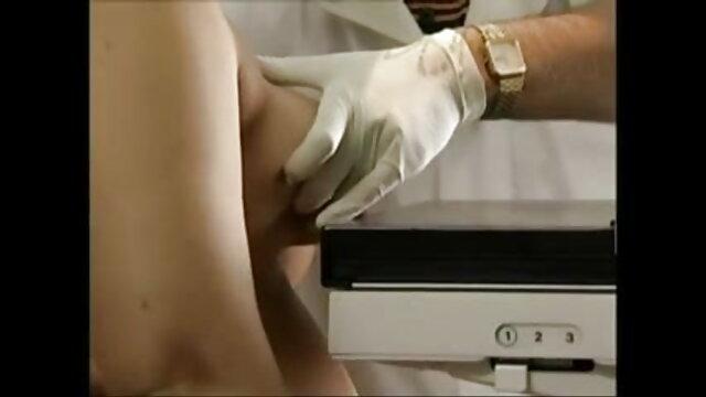 उसने डिक सेक्सी हिंदी एचडी मूवी पर ब्रैड्स पर दोनों हाथों से रेडहेड खींचा